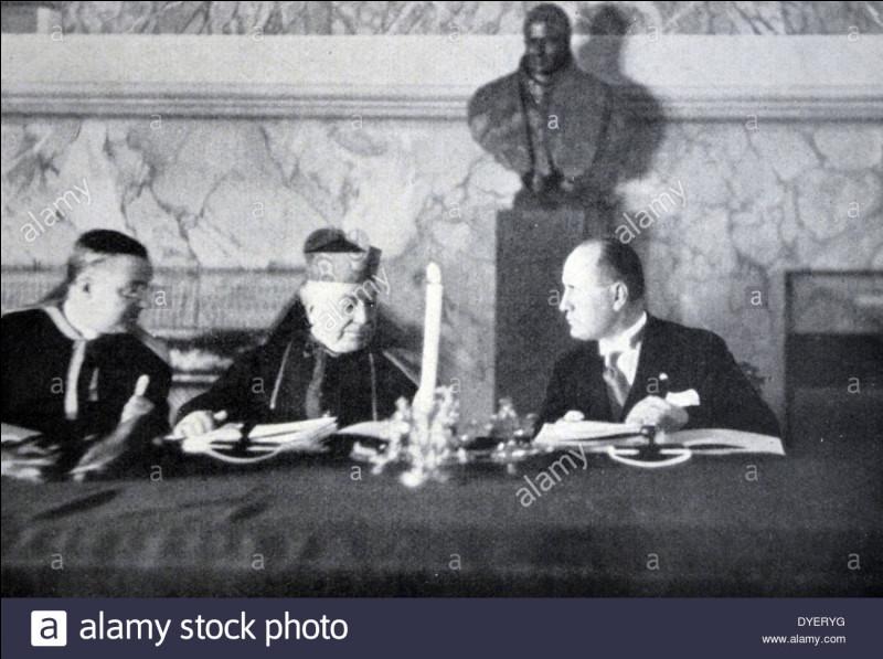 Les accord du Latran créant l'État de la Cité du Vatican sont signés sous le pontificat de :