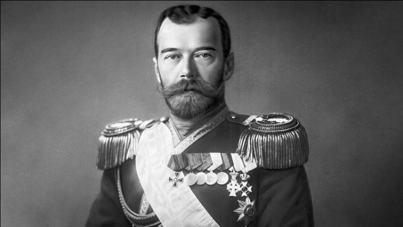 En faveur de qui le tsar Nicolas II abdique-t-il ?