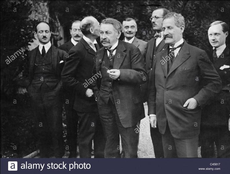 À la conférence de Locarno (octobre 1925) participent :