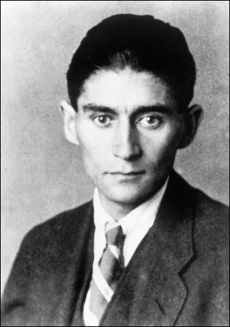 """Cet écrivain tchèque de langue allemande, connu pour ses romans """"Le Procès"""" et """"Le Château"""", ainsi que pour ses nouvelles comme """"La Métamorphose"""", se prénomme ..."""