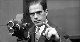 """Ce cinéaste américain, qui a réalisé """"Monsieur Smith au Sénat"""", """"Arsenic et vieilles dentelles"""", """"La vie est belle"""", c'est ... Capra."""