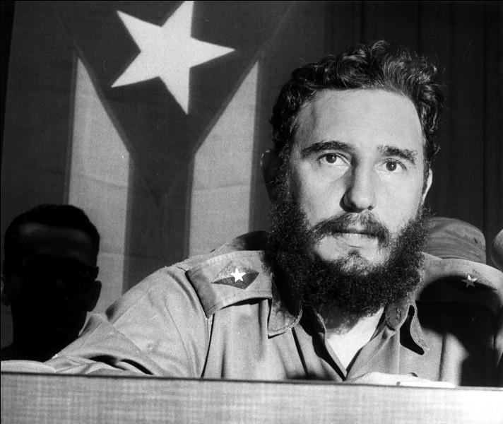 Ce révolutionnaire est arrivé au pouvoir en 1959 à Cuba et y a installé un régime communiste : il se prénomme ...
