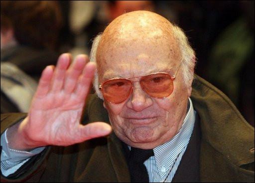 """Ce cinéaste italien, qui a réalisé """"Main basse sur la ville"""", """"Cadavres exquis"""", """"Le Christ s'est arrêté à Eboli"""", c'est ... Rosi."""