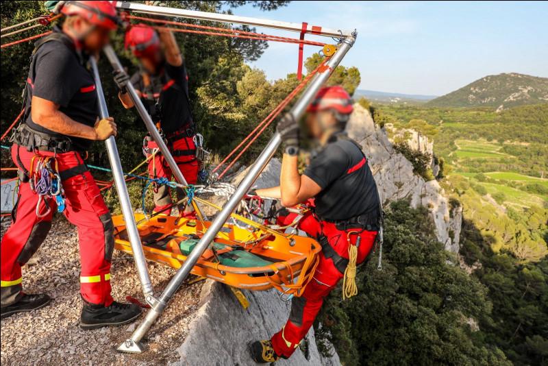 Cette équipe intervient lors de sauvetages de personnes en milieux difficiles d'accès. Comment s'appelle cette unité ?
