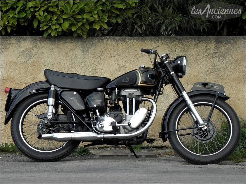 Quelle est cette moto de 1953 ?