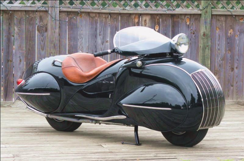 De quelle marque est cette moto de 1930 ?