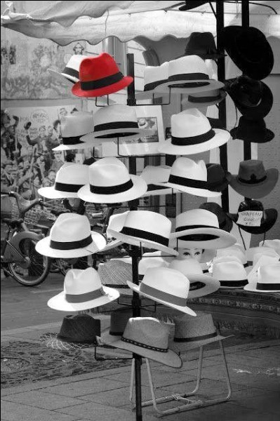 """Le chapeau nommé """"borsalino"""" a été inventé par le styliste italien Borsalino. Quel était son prénom ?"""