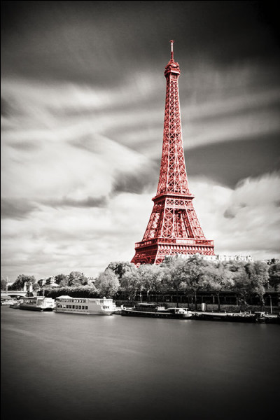 Où est née l'histoire des Blancs-Manteaux à Paris ?
