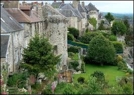 Petite ville du département de l'Orne, située dans les collines du bocage normand :