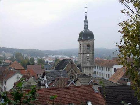 Ville de Franche-Comté, située dans le Territoire de Belfort, limitrophe de la Suisse :