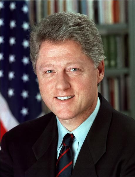 Il est réélu pour un second mandat en 1996. Cette élection connait un taux de participation vraiment faible, puisqu'il est de...
