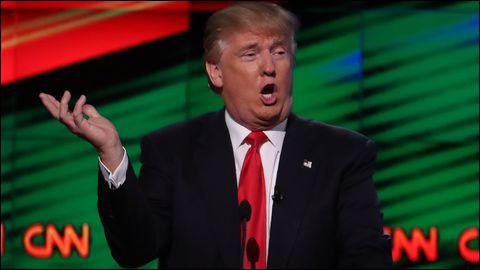 Lors des primaires de chaque camp en 2016, un drôle de bonhomme, nationaliste et populiste, se présente pour être le candidat des républicains. Au départ donné perdant, il va pourtant s'imposer ; alors qu'en face Hillary Clinton, grande favorite, va en baver face à Bernie Sanders. Ce bonhomme porte le prénom d'un personnage de BD, il s'agit de...