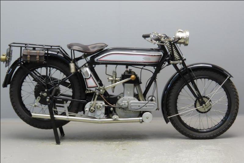 Quelle est cette moto de 1925 ?