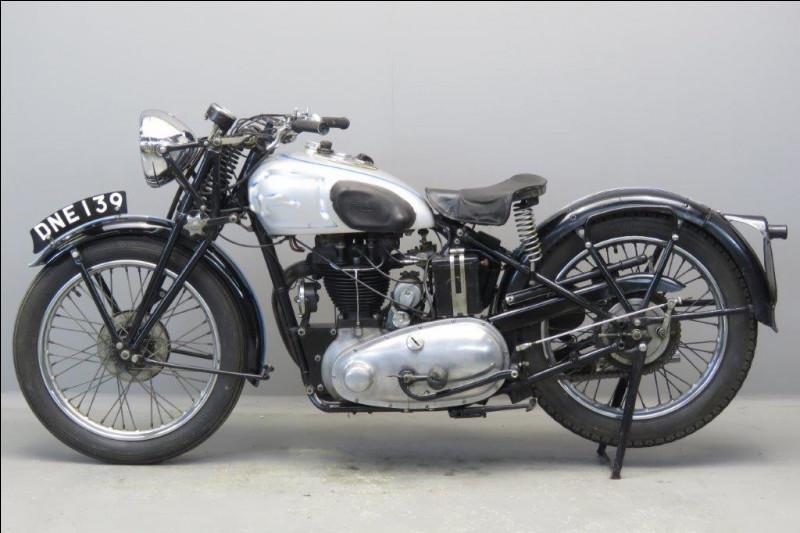 Quelle est la marque de cette moto 500cc de 1937 ?