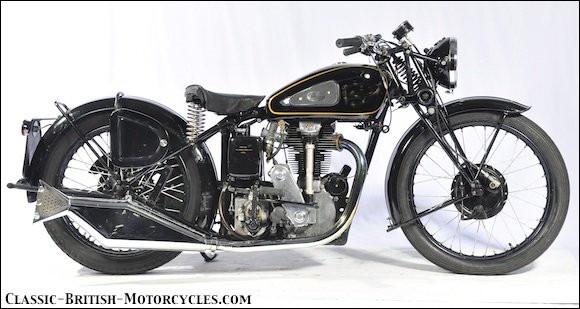 De quelle marque est cette moto de 1946 ?