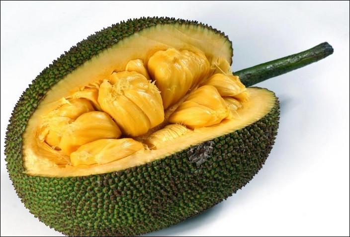 Quel est ce gros fruit exotique réhydratant à la saveur douce et sucrée qui évoque un mélange d'ananas et de mangue ?