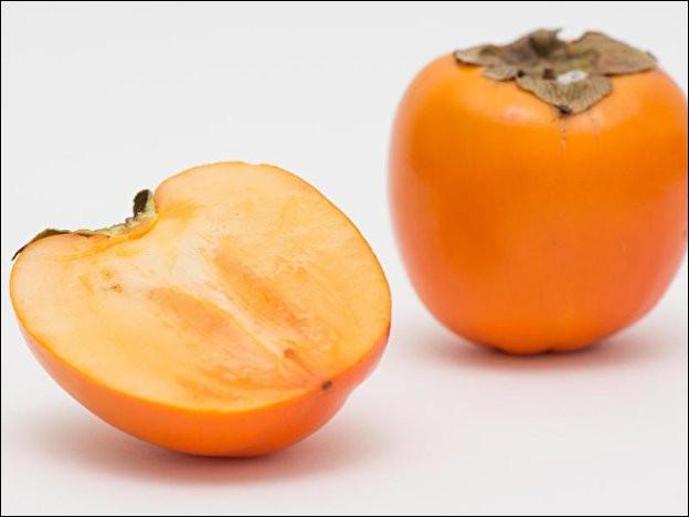 Quel est ce fruit asiatique à la peau orangée translucide qui pourrit facilement ?