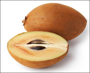 Quel est ce fruit ovoïde à la peau brune et à la chair jaunâtre qui a un goût de caramel ?