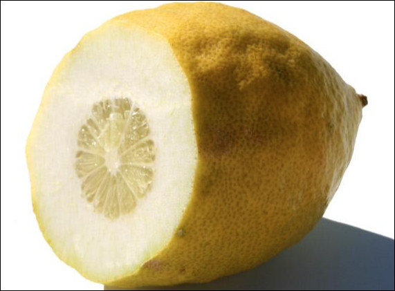 Quel est cet agrume ovoïde et bosselé à pulpe acide et peu juteuse, originaire d'Extrême-Orient ?