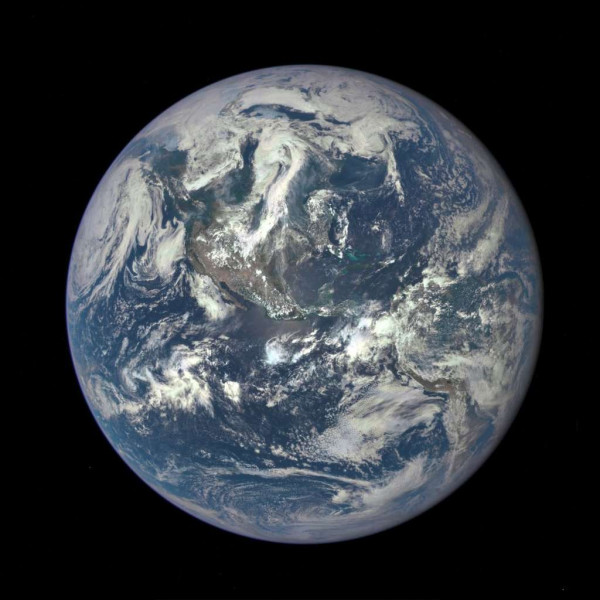 """On l'appelle la """"planète bleue""""."""