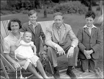Comment étaient les années dans le roman de cet auteur écossais, Archibald Joseph Cronin, publié en 1944 ?