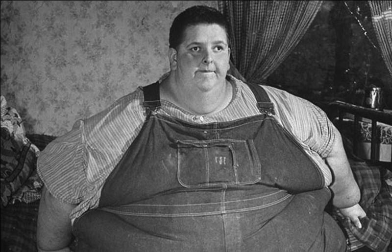 L'homme le plus gros au monde ayant jamais été recensé, était un américain Jon Brower Minnoch. Quel était son poids à votre avis ?