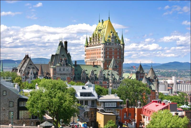 Quelle baie se situe au nord-ouest du Québec ?