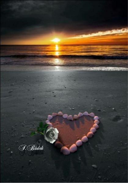 Christophe avait dessiné sur le sable son doux visage qui lui souriait... qui était-elle ?