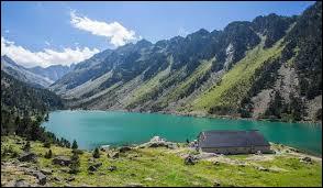 Au cœur du parc national des Pyrénées, le site du Pont d'Espagne, Grand Site de Midi-Pyrénées, possède l'un des plus beaux lacs des Pyrénées. C'est...