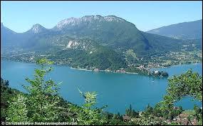 Grâce aux habitants il est devenu un des lacs les plus purs d'Europe avec ses eaux bleues. Quel est ce lac qu'Eugène Sue appelait ''lac enchanteur'' ?