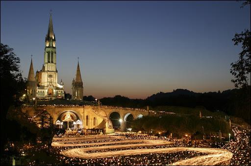 Comment appelle-t-on les habitants de la ville de Lourdes ?
