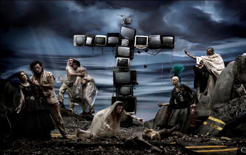 """Cette photographie """"Naître et mourir"""" (panneau central), fait référence :"""
