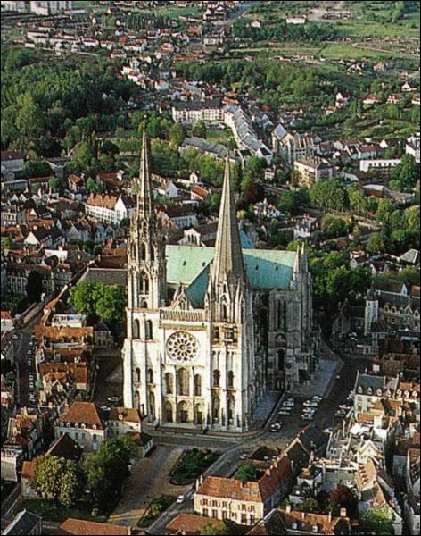 Une grosse église donc plutôt une cathédrale