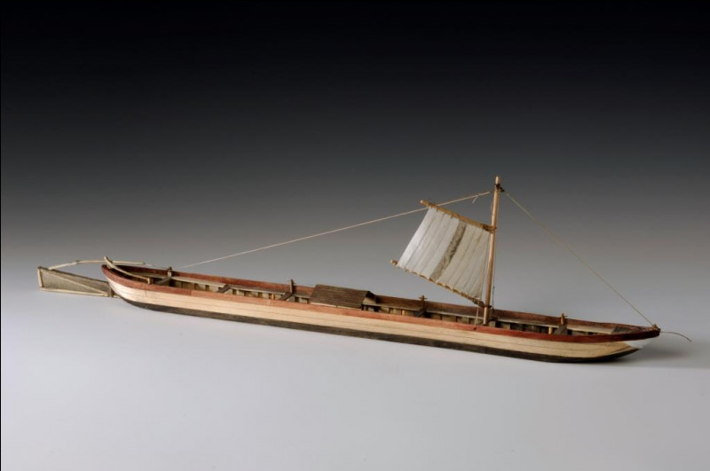 Combien de kilomètres par jour, en moyenne, pouvait faire ce type de bateau en descente de Meuse ?