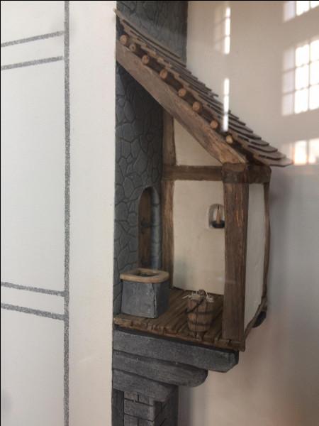 Comment appelait-on les toilettes au Moyen Âge ?