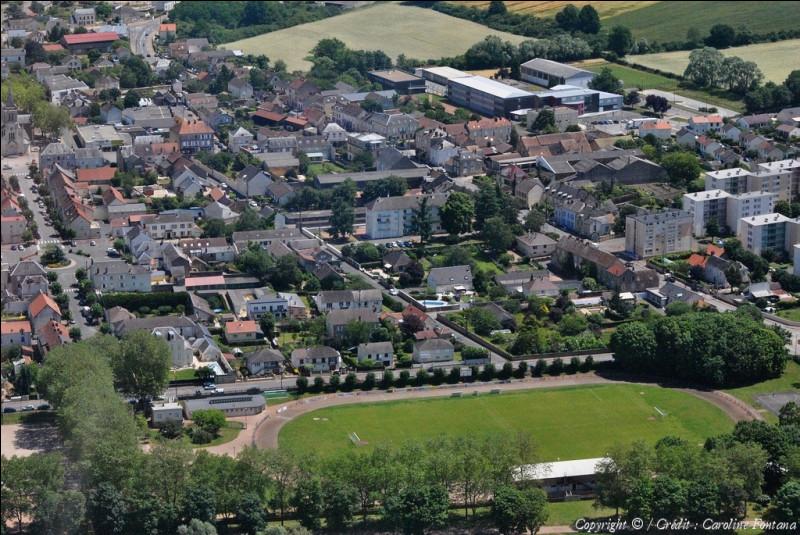 Ville de la Nièvre, située dans la périphérie de Nevers en bordure de la Loire, née au XIXe siècle de l'industrie métallurgique :
