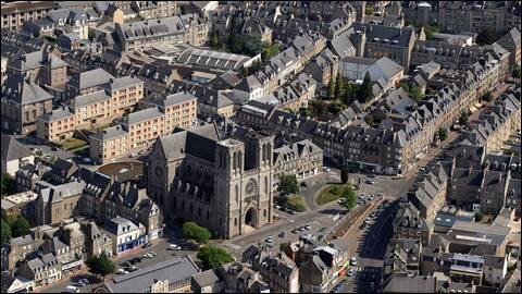 Ville normande, située dans le Bocage normand, deuxième ville du département de l'Orne :