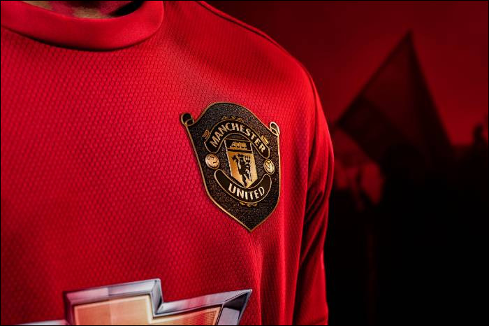 Comment surnomme-t-on les joueurs de Manchester United ?