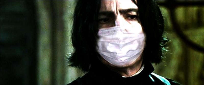 La solution nous vient de Poudlard, où Rogue, resté seul, trouve le remède contre le coronavirus !Avec votre souris, cliquez sur le virus pour le neutraliser ![ATTENTION, UN CLIC PAR MOLÉCULE, IL PEUT Y AVOIR PLUSIEURS MOLÉCULES SUR UNE IMAGE.]