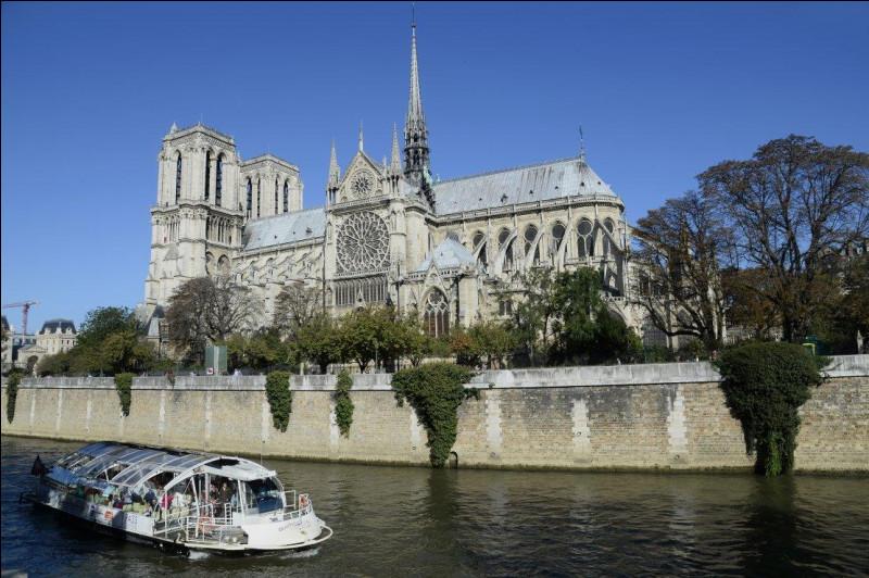 Dans quel édifice religieux parisien a été célébrée la traditionnelle messe du Vendredi saint, le 10 avril 2020 ?