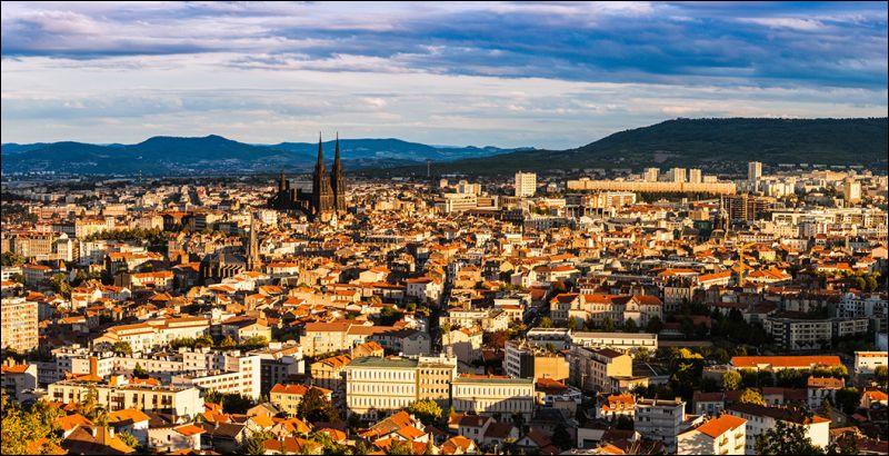 Où se situe Clermont-Ferrand ?