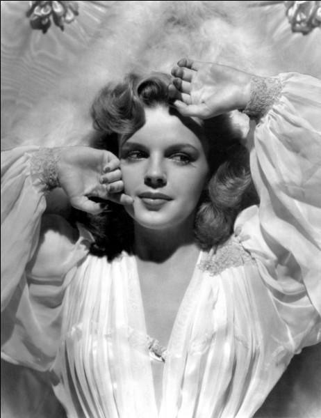 Quelle était la nationalité de Judy Garland ?