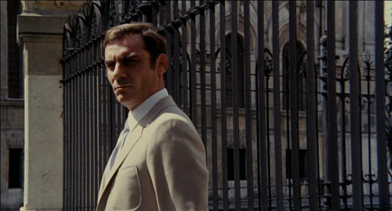 Dans ce film italien, le chef de la section criminelle de la police assassine sa maîtresse et manipule l'enquête en l'orientant sur lui : il s'agit de ...