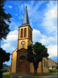 Nous terminons notre balade dans le Grand-Est devant l'église Notre-Dame de Voyer. Commune de l'arrondissement de Sarrebourg-Château-Salins, elle se situe dans le département ...