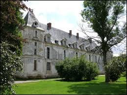Je vous emmène dans la Somme à la découverte du château de Thoix. Nous sommes en région ...
