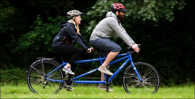 Comment appelle-t-on un vélo pour 2 personnes ?