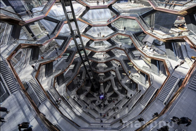 À New York, the Vessel est un assemblage de ____ escaliers et ___ plateformes d'observation.