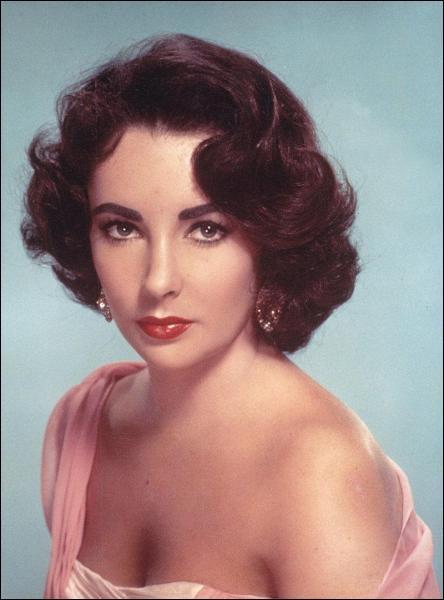 Cette actrice a remporté deux fois l'Oscar de la meilleure actrice pour ses rôles dans 'La Vénus au vison' et 'Qui a peur de Virginia Woolf ? '.