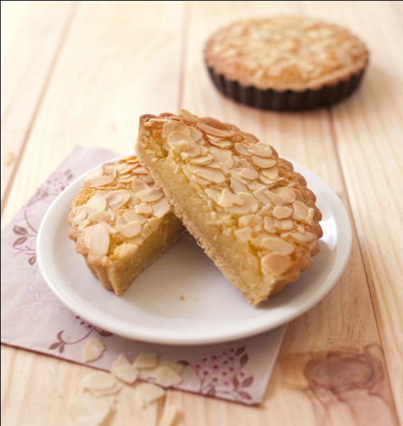 Dans quelle pièce de théâtre la recette intégrale des tartelettes amandines est-elle déclamée par le pâtissier Ragueneau ?