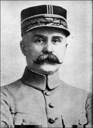 Qui ce Robert, général de division, généralissime et commandant en chef des armées françaises. De mai à décembre 2016 il a reconquis toutes les positions stratégiques prises par les allemands permettant ainsi la victoire défensive française de Verdun, mort 1924 ?
